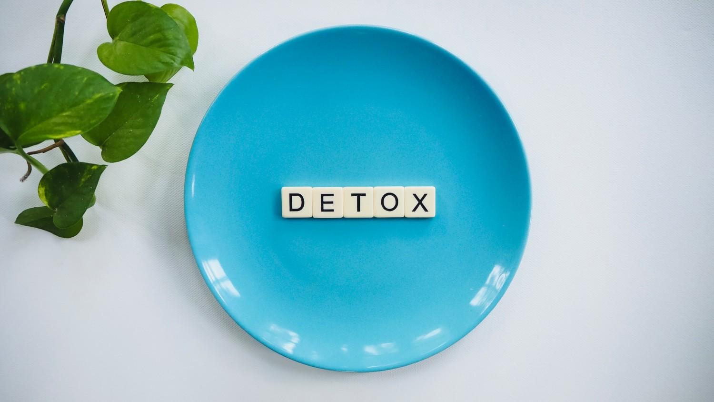 Detox written on a plate
